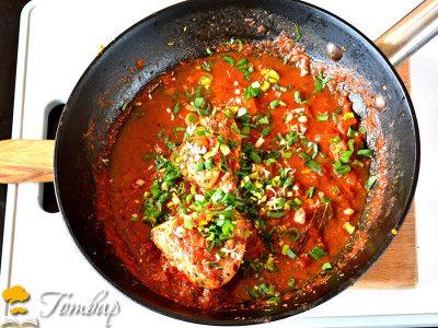 Диетични гърди в доматен сос