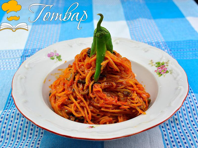 Бързи спагети с пикантен сос