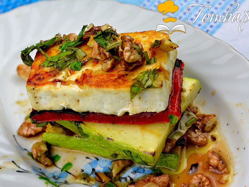 Запечено сирене със зеленчуци