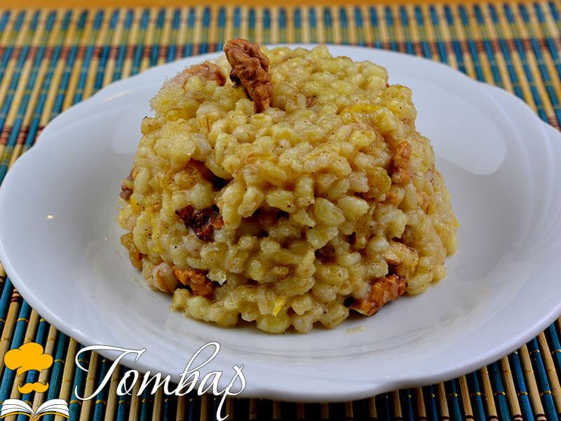 Варено жито със сушени плодове, ядки и бисквити