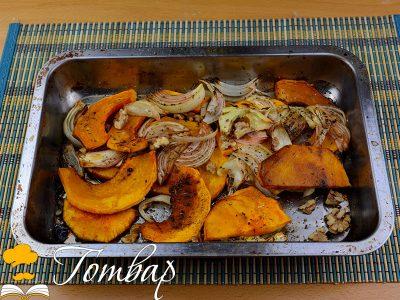 Салата от печена тиква с орехи и лук
