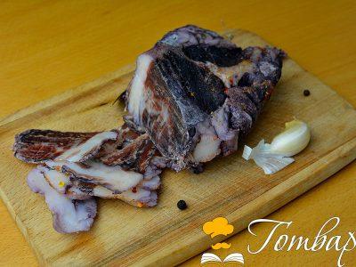 Сушен свински врат с червено вино