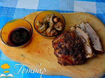 Крехки свински гърди в терияки сос и задушени гъби