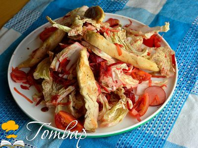 Свежа зимна салата с пилешко месо
