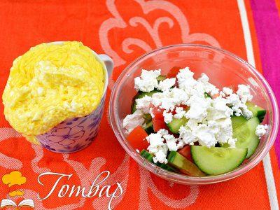 Яйчено суфле със свежа салата – здравословна закуска за 5 минути