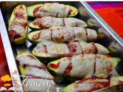 Печени тиквички с лесен доматен сос и кашкавал