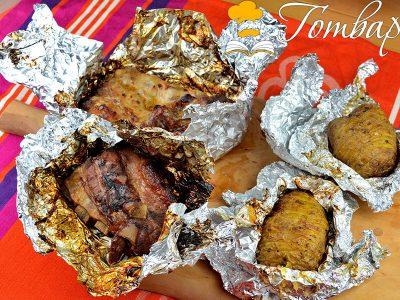 Крехки свински ребърца с печени картофи във фолио