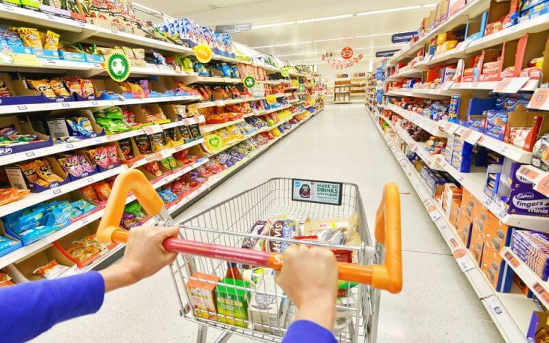 продавач-консултант, супермаркет, поведение в супермаркет, поведение в магазин, неподходящо поведение, лоши навици, вредни навици, лоши маниери, готвар